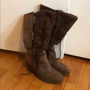 Size 8 Brown Ugg Elsey Boots